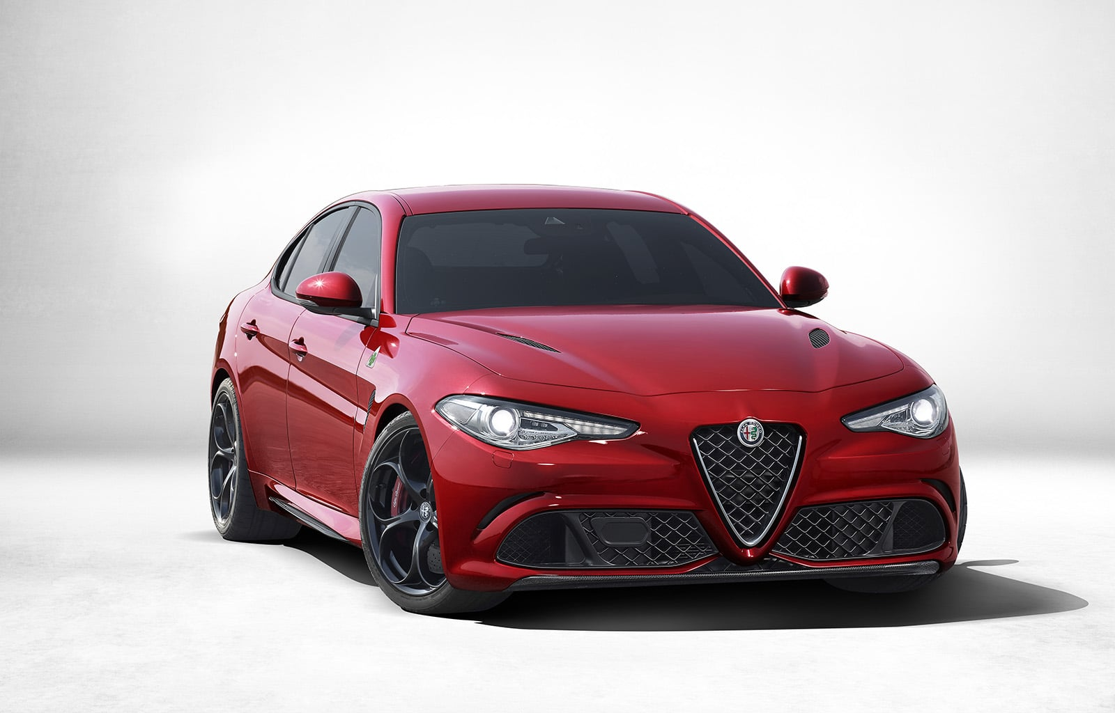 l 39 alfa romeo giulia qv avec la vitesse de pointe la plus lev e. Black Bedroom Furniture Sets. Home Design Ideas