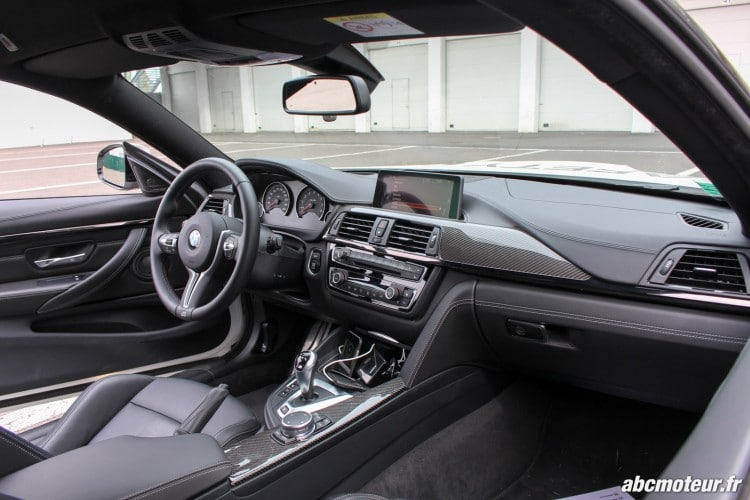 interieur BMW M4 Safety Car Magny Cours M Festival