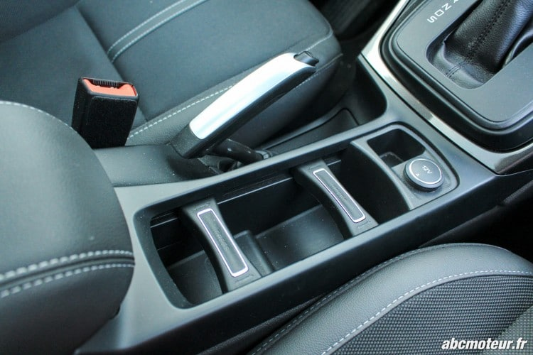 Ford C-Max II restyle rangement central