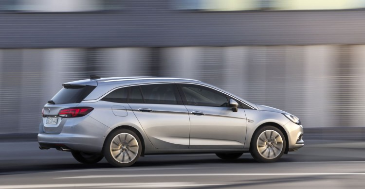 Opel-Astra-V-Sports-Tourer-dynamique-4