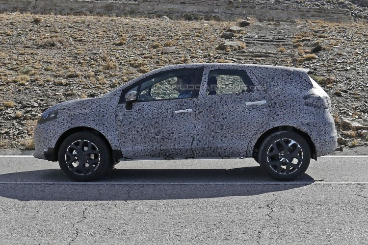 Renault Grand Captur spyshot-2
