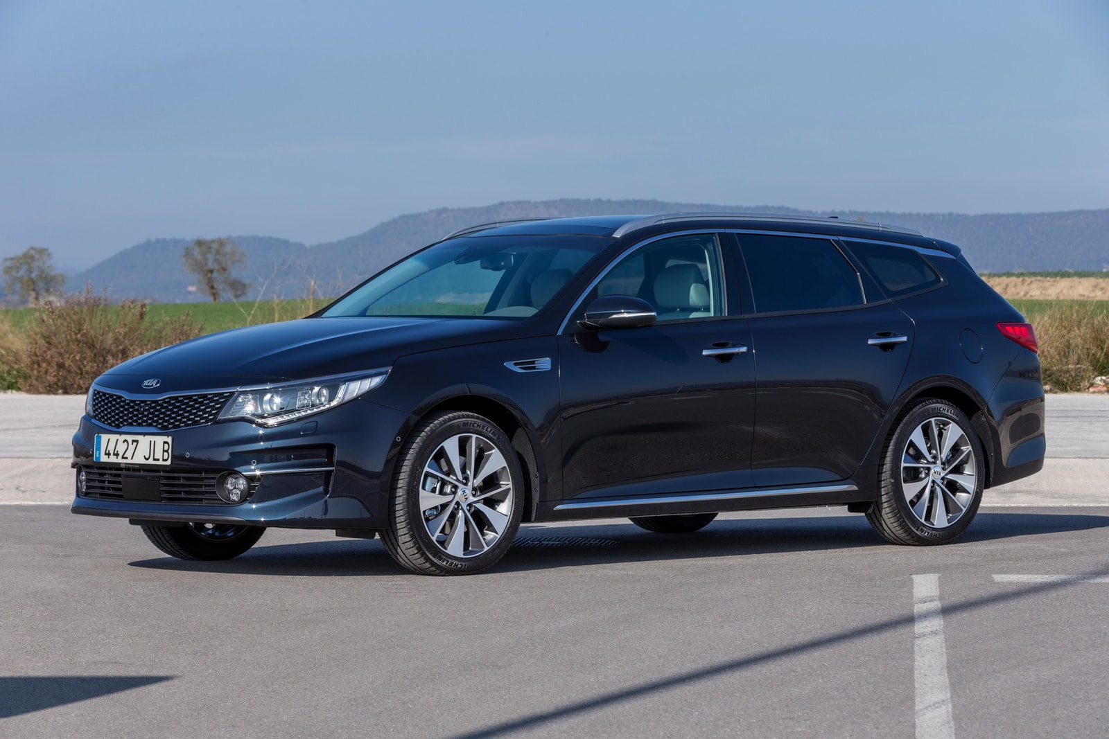 La Kia Optima s'électrise et s'allonge