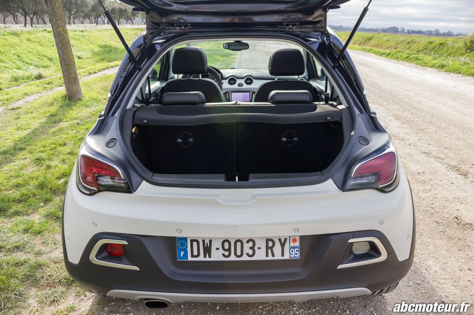 Essai opel adam rocks le crossover de poche personnalisable for Opel adam s interieur