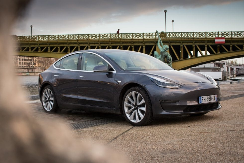 Tesla Model 3 quai paris
