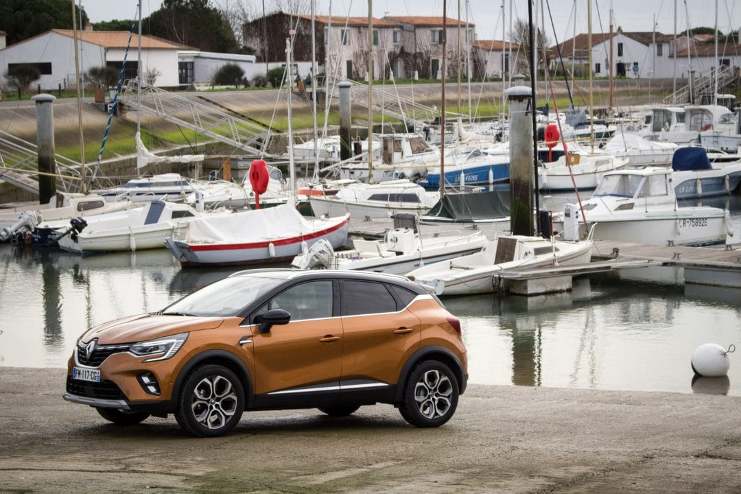 Renault Captur orange port